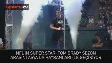 Tom Brady, Japonya'da Hayranları İle Buluştu