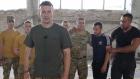 Artem Fedetskiy askerlerle futbol oynadı