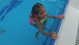 Eski Ev Havuzdayız - Prenses Elif