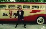 Dans Eden Yaşlı Adamlı Six Flags Reklamı