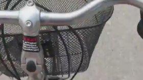 Cansu Taşkın Mini Şortu ile Bisiklet Sürerse