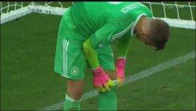 Alman Kaleci Julian Pollersbeck'in Penaltı Kurtarma Taktiği