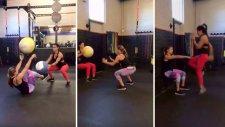 Daha İyi Görünmek İçin Nasıl Egzersiz Yapabileceğinizi Gösteren Kadınlar