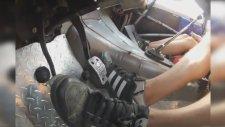 Ralli Pilotunun Pedal Kullanma Yöntemi