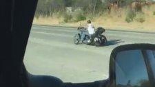 Motosikletle 88888888 Çizen Adam