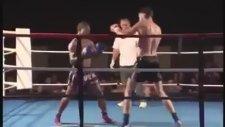 MMA Dövüşçüsü Jonathan Tuhu'nun Tek Tekmeyle Rakibini Bayıltması