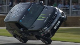 Range Rover Sport SVR ile Akrobasi Gösterisi
