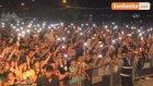 Sanatçı Bülent Sertaş, Sahne Direğine Çıkıp Şarkı Söyledi