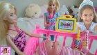 Barbie Nin Kardeşi Aliş Hastalanınca Barbie Elifi Arıyor. Eğlenceli Çocuk Videosu