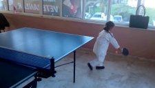 Elif Masa Tenisi Oynuyor.   ? ;-) :-D Pinponda Yeniyiz
