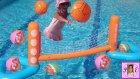 Havuz İçin Yeni Oyuncak Aldık Havuz Voleybolu Eğlenceli Bir Oyuncak ::))