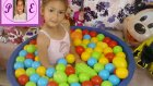 Top Havuzu İçinde Sürpriz Kapsüller . Sürpriz Hediyeler Eğlenceli Çocuk Videosu ))