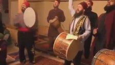 Dergahta İbrahim Tatlıses Şarkısıyla Coşmak