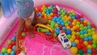 Evde hello kitty havuzumuzu tamir ettik , havuzumuz top havuzu oldu, eğlenceli çocuk videosu