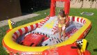 Kaydıraklı İntex car's havuzu bahçede , fıskıye ve kaymaca oyunları , eğlenceli çocuk videosu