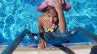 Temizlik zamanı Elif havuzda baby born çamaşırlarını yıkıyor, Eğlenceli çocuk videosu