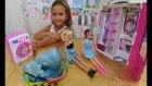 Elif bebeklerinin elbiselerini yıkıyor kurutuyor ve ütülüyor, eğlenceli çocuk videosu