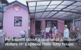 Hello Kitty Hayranı Olan Emekli Polis
