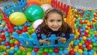 Çit oyuncak kutusu açtık 2000 top ile doldurduk top havuzu yaptık çok eğlendik , çocuk videosu
