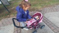 Elsa, Alive Bebek ve Elif Oyuncak Bebek Arabası ile Parktalar, Eğlenceli Çocuk Videosu