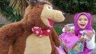 maşa ve kocaayı yeniyıl hediyesi dağıtıyorlar,yılbaşı eğlenceli çocuk videosu