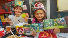 Mc Donaldsta Eksik Trolleri Tamamlamaya Devam, Eğlenceli Çocuk Videosu