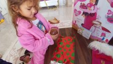 Yeni Yılda Sabah Elife Yılbaşı Ağacı Altında Sürprizler Var , Eğlenceli Çocuk Videosu