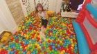 Zıplama havuzlarına 2000 top döktük,çok eğlendik ,eğlenceli çocuk videosu