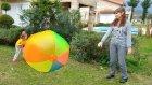 Elif düştü Dev top ile oynadık , eğlenceli çocuk videosu.