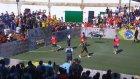 Neymar'ın Halı Sahada Döktürmesi
