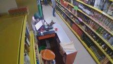 Alkol Dükkanında 7.8'lik Deprem Kamerada