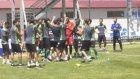 Antrenman Yorgunluğunu Kolbastı Oynayarak Atan Futbolcular