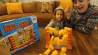 Duvar oyunu, tuğlaları düşür yumurta amcayı koru, eğlenceli çocuk videosu, toys unboxing