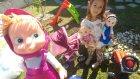 Elif Elsa maşa ve çilek kız ile oyunlar oynuyor, eğlenceli çocuk videosu