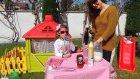 Elif kafesinde çilek kokteyl yapıyor, müşterileri trolls elsa arora , eğlenceli çocuk videosu