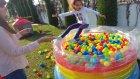 Top havuzunda oyunlar, eğlenceli çocuk videosu
