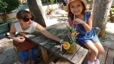 Düden Şelalesi  Papağanlarla fotoğraf, ananas kokteyl yaptırdık, eğlenceli çocuk videosu