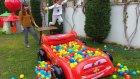 elif Cars top havuzu ile bahçede atraksiyonlar yarışmalar, eğlenceli çocuk videosu