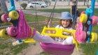 Parkta paten kaymaca, eğlenceli çocuk videosu