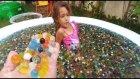 400.000 Orbeez İçinde Sürpriz Kapmaca, En Güzel Sürpriz Kimde???, Eğlenceli Çocuk Videosu