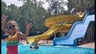 Aquaparkta kaydırak ve havuz  keyfi, yarışmalar oyunlar eğlenceli çocuk videosu