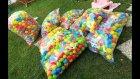 Bahçeyi topluyoruz binlerce top, dağıtmak güzeldi ama toplarken bittik, eğlenceli çocuk videosu
