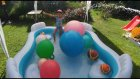 Büyük oturaklı havuza su doldurduk toplarla oynadık , Eğlenceli çocuk videosu