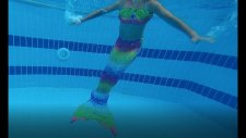 Deniz Kızı Jeep İle Havuza Gidiyor Ve Havuzda Yüzüyor