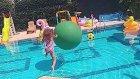 Dev Balon İle Havuzda Oynadık, Eğlenceli Çocuk Videosu