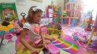 Elifin videosu barbie evde oynuyor, arabasıyla gezmeye çıkıyor