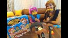 Poppy ve Karlar ülkesinden Anna moustache match oynuyor, eğlenceli çocuk videosu