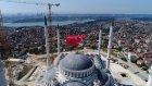 Çamlıca Camii'ne Dev Türk Bayrağının Asılması