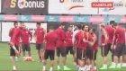 GS'li Taraftarlar, Sneijder'in Yollanmasının Ardından Tesislere Akın Etti