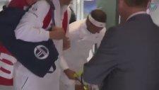 Rafael Nadal'in Kafasını Tavana Vurması